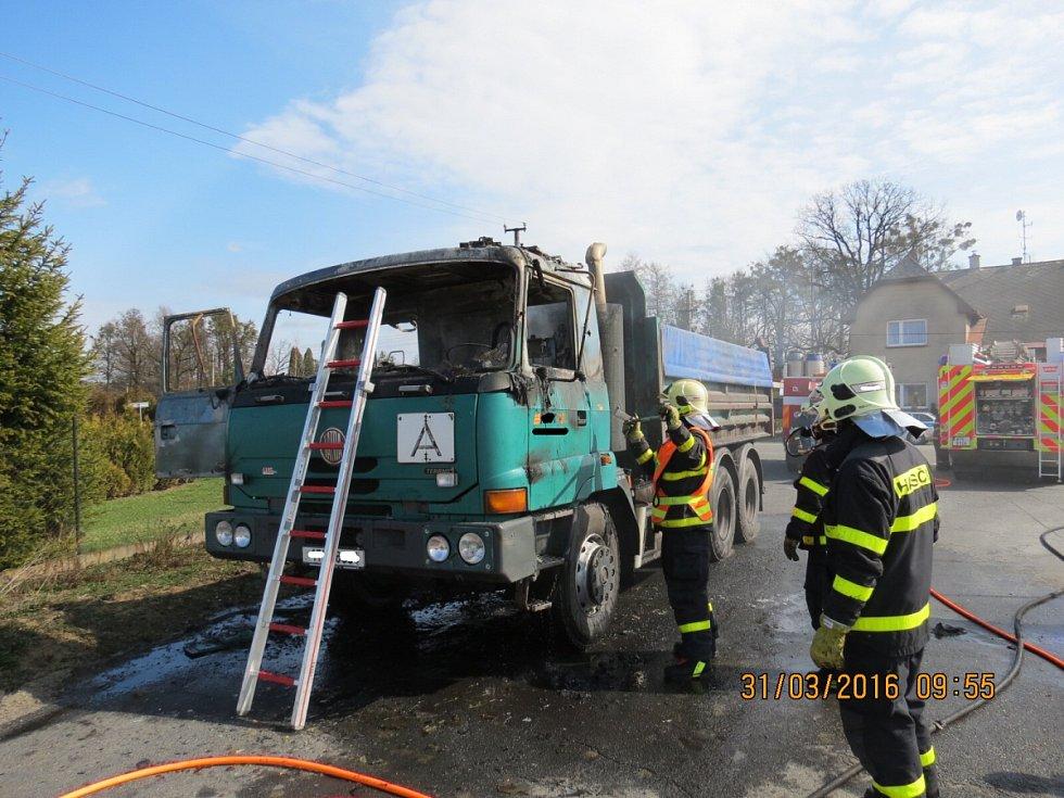 Požár Tatry v Třanovicích, která převážela asfaltovou obalovou směs.