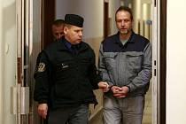 Petr Sommer na chodbě soudu v Ostravě.