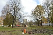 Stávající parkový prostor za kinem Luna v Ostravě-Výškovicích se začíná měnit, listopad 2020.