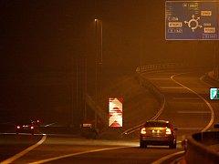 Řidiči, kteří tento úsek dálnice dobře neznají, mohou neosvětlené informační tabule přehlédnout. Zajedou si pak nejméně pět kilometrů k dalšímu sjezdu u Klimkovic.