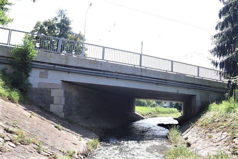 Oprava mostu v Ostravě-Porubě zřejmě potrvá do konce roku.