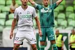 Utkání 1. kola fotbalové Fortuna ligy: MFK Karviná - FC Baník Ostrava, 23. srpna 2020 v Karviné. Michal Papadopulos z Karviné a brankář Karviné Petr Bolek.