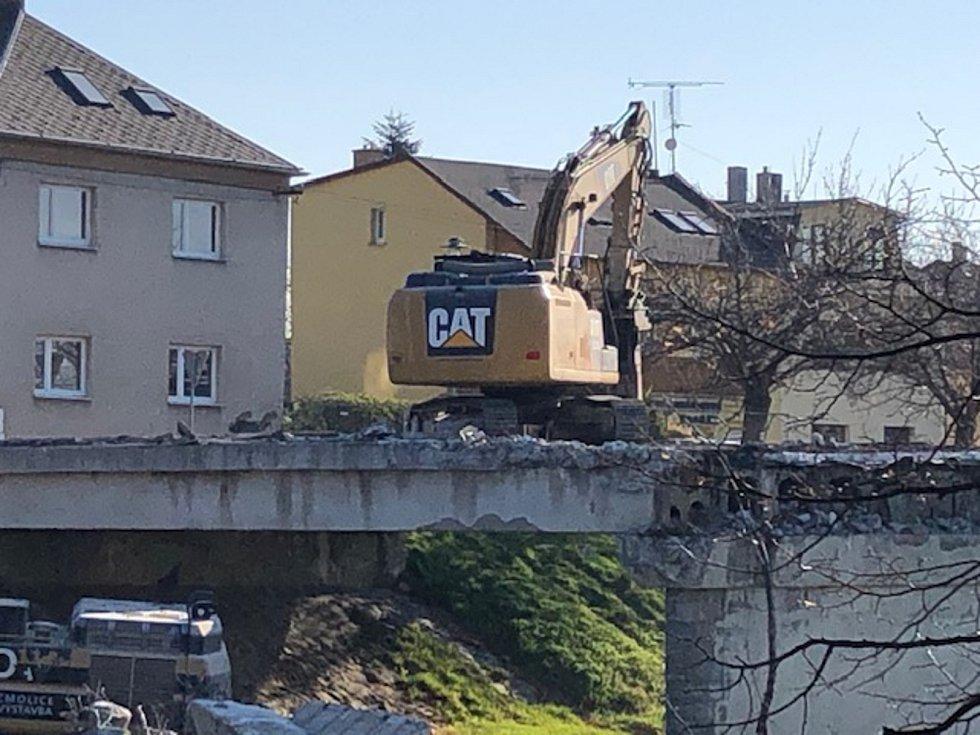Demolice mostu na Mostní ulici v Opavě.