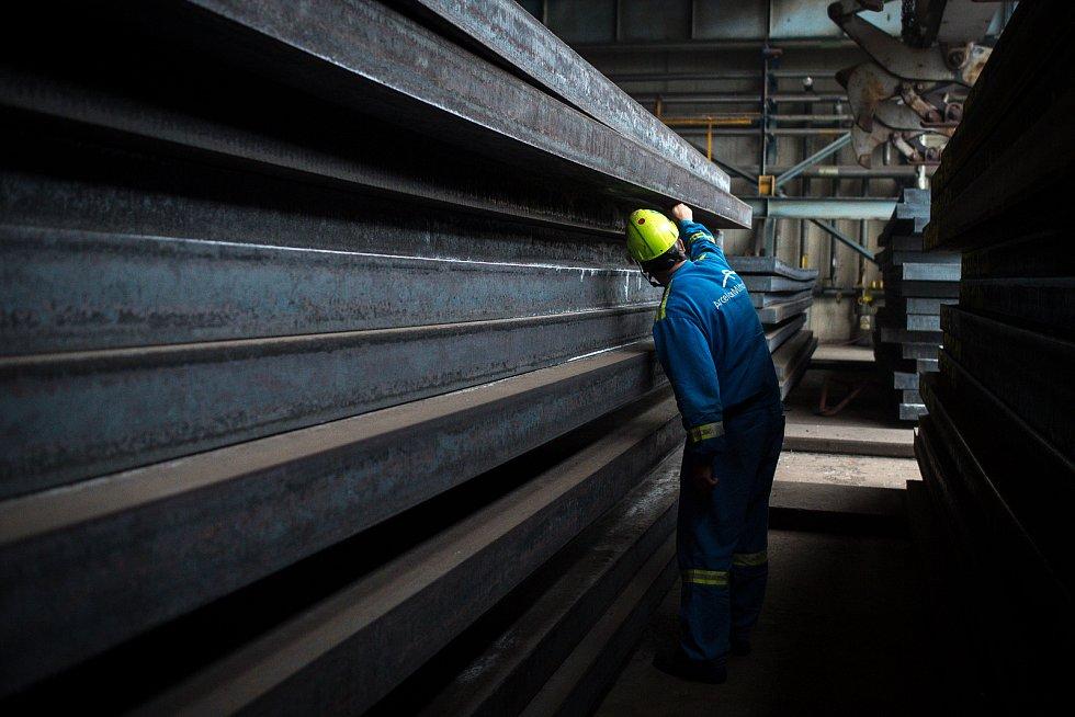 Podnik ArcelorMittal Ostrava, 19. října 2018 v Ostravě. Na snímku provoz Minihuť, ocelárna. Válcovna, ocelové bramy.