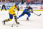 Mistrovství světa hokejistů do 20 let, zápas o 3. místo: Švédsko - Finsko, 5. ledna 2020 v Ostravě. Na snímku (zleva) Samuel Fagemo (SWE), Anttoni Honka (FIN).