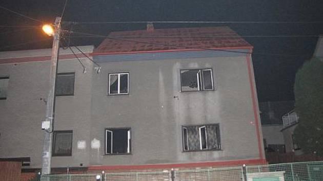 Tři lidé byli zraněni při požáru, který ve čtvrtek v noci vypukl v dvoupodlažním rodinném domě v Ostravě-Hošťálkovicích.