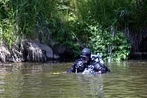 Záchranné akce se zúčastnili  i potápěči