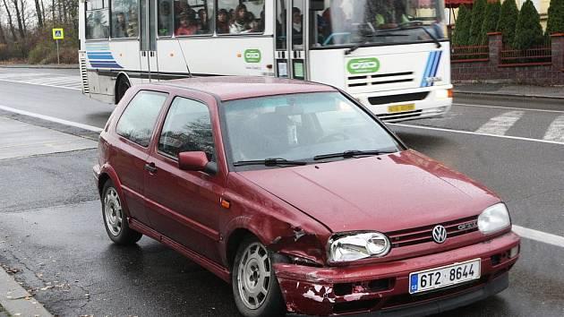 Čtvrteční ranní nehoda ve Slezské Ostravě si vyžádala život chodce.