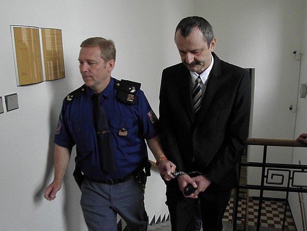 Aleš Čabla se k vraždě manželky přiznal. Hrozí mu až osmnáct let vězení.