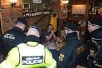 Vnoci zpátku na sobotu provedli strážníci vOstravě-Porubě kontroly ve vytipovaných provozovnách, zaměřené na konzumaci alkoholu nezletilými osobami.