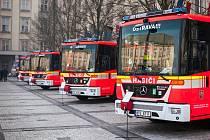 Pět nových vozů převzali profesionální a dobrovolní hasiči Moravskoslezského kraje. Celkové pořizovací náklady činily více než padesát milionů korun.