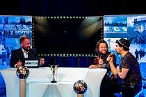 Na snímku moderátor Libor Bouček (vlevo) s frontmanem populární kapely Kryštof Richardem Krajčem. Ten prozradil během on-line vysílání název nové desky.