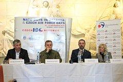 Program letošního, v pořadí už osmnáctého, ročníku Dnů NATO se přibližoval v Národním památníku II. světové války v Hrabyni.