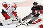 Mistrovství světa hokejistů do 20 let, finále: Rusko - Kanada, 5. ledna 2020 v Ostravě. Na snímku (zleva) brankář Ruska Amir Miftakhov, Akil Thomas.