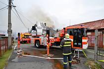 Zásah hasičů u požáru rodinného domu v Ostravě-Hrabové.