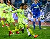 FC Baník Ostrava – MFK Karviná, v zeleném Letić Bojan, v bílém Martin Fillo