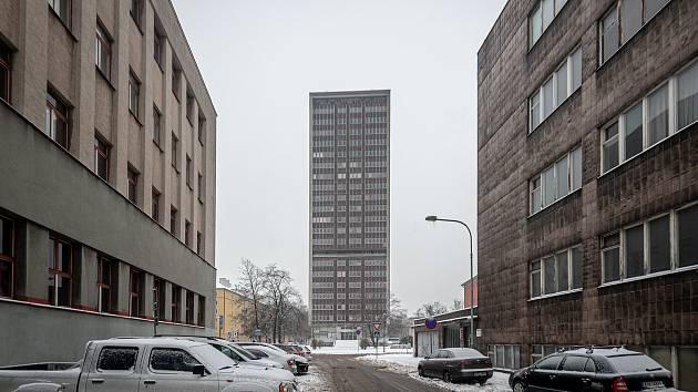 Mrakodrap v Ostrčilově ulici, 9. února 2021 v Ostravě. Radnice chce pokračovat v projektu rekonstrukce nejvyššího domu v krajském městě.