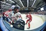 Čtvrtfinále play off hokejové extraligy - 4. zápas: HC Vítkovice Ridera - HC Oceláři Třinec, 25. března 2019 v Ostravě. Na snímku (zleva) Milan Doudera a Tomáš Guman.