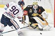 26. kolo hokejové extraligy: HC Vítkovice Ridera - HC litvínov, 9. prosince 2018 v Ostravě. Na snímku (zleva) Jakub Lev a Janus Jaroslav.