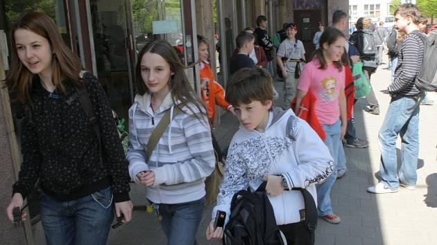 První kolo přijímacích zkoušek na Matičním gymnáziu v Ostravě potrápilo páťáky i deváťáky.