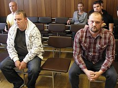 V případu figurují Marek Ženíšek (vlevo) a Petr Hlava. První z nich byl již pravomocně odsouzen k pěti rokům vězení. Hlava byl v rámci třetího procesu zproštěn obžaloby. Tento verdikt ale vrchní soud zrušil. Hlavu nyní čeká nový proces.