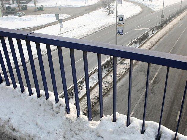 Patnáctiletá školačka se chtěla zabít skokem z Frýdlantských mostů v centru Ostravy.