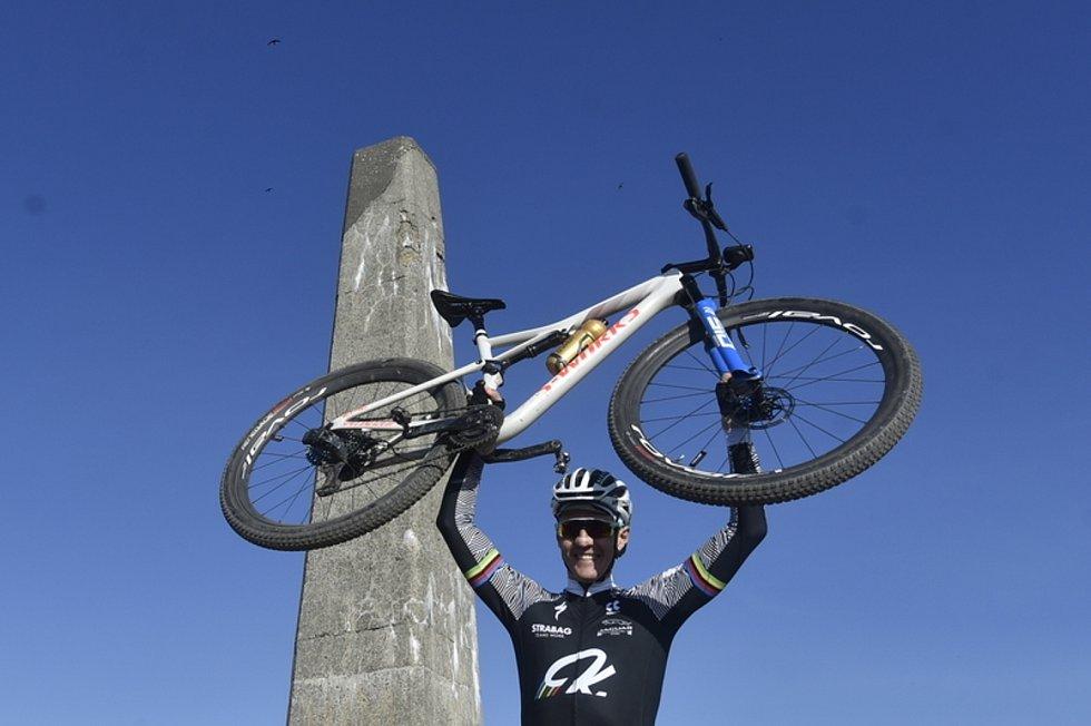 Popis fotky: Sport-cyklistika-koronavirus-zajímavosti-horská-Kulhavý - Biker Jaroslav Kulhavý 22. května 2020 třináctkrát za sebou vyjel na kole na beskydskou Lysou horu. Celkem tak olympijský vítěz zdolal nadmořskou výšku nejvyšší hory světa Mt. Everestu