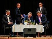 Ve Větřkovicích přivítal prezidenta Miloše Zemana zaplněný sál zdejšího kulturního domu.