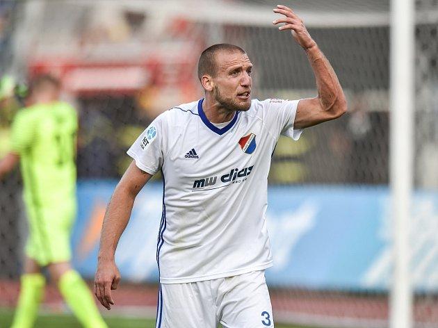 POJĎME NA NĚ! Obránce fotbalového Baníku Ostrava Martin Šindelář věří, že to, co na Sigmu platilo loni ve II. lize, bude stačit i zítra o soutěžní patro výš.