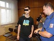 Muž byl za týrání matky a sestry odsouzen k pěti a půl roku žaláře.