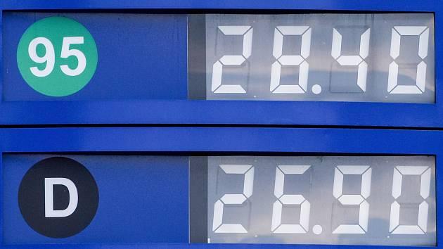 Od 28,40 do 30,20 koruny si v současnosti účtují za litr naturalu ostravští pumpaři. Ceny nafty se pohybují od 26,50 do 29,60 koruny.