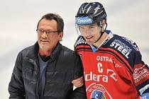 Utkání 26. kola hokejové extraligy: HC Vítkovice Ridera vs. Bílí tygři Liberec, 26. listopadu 2017 v Ostravě. (vlevo) Fryčer Miroslav a Rostislav Olesz z Vítkovic.