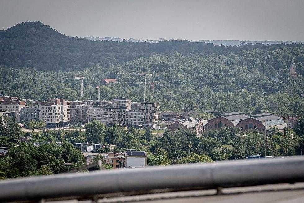 Odborná firma rozebere 84 metrů vysoký plynojem MAN který stojí na ulici 1. máje, snímek z 14. června 2021. Plynojem je už přes 10 let nevyužitý. Trojhalí Karolina.