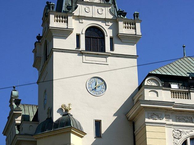 Ciferníky na Slezskoostravské radnici jsou jako nové.
