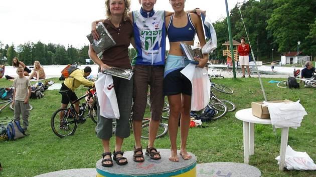 Skleněné ženy: Petra Mrázková, Irena fabiánová a Kateřina Kotasova (zleva)