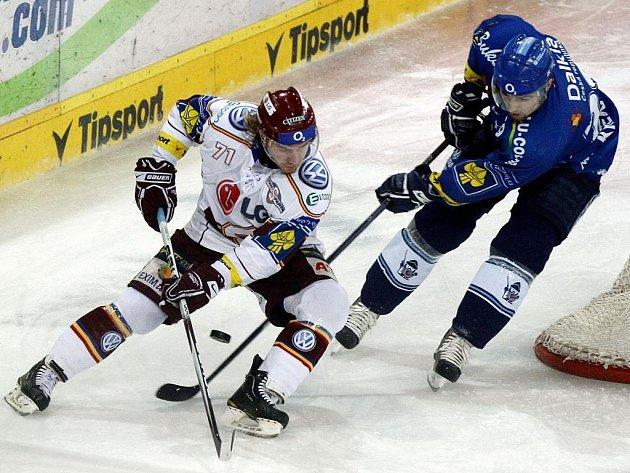 Hokejisté Vítkovic strhli vývoj čtvrtého čtvrtfinálového utkání se Spartou na svou stranu a srovnali stav série na 2:2.