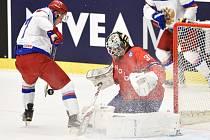 Dmitrij Kulikov vlevo.