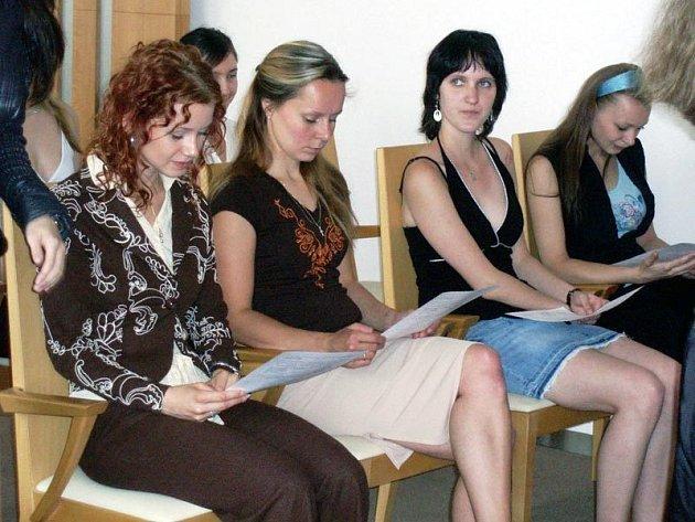 Maturantky Střední školy oděvní, služeb a podnikání z Ostravy Poruby