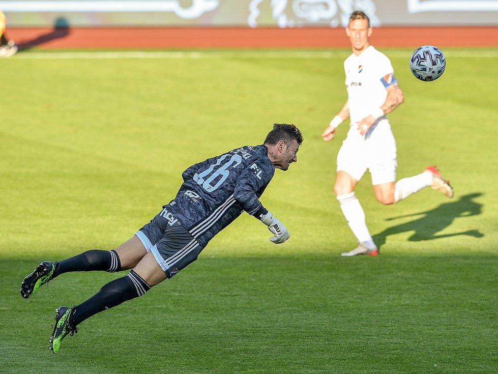 Utkání 27. kola první fotbalové ligy: Baník Ostrava - Viktoria Plzeň, 3. června 2020 v Ostravě. brankář Baníku Jan Laštůvka.
