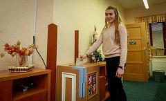 Prezidentské volby 2018 v Mošnově. Na fotografii prvovolička čerstvě osmnáctiletá Adéla Quardová.