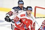 Utkání 1. kola hokejové extraligy: HC Vítkovice Ridera - HC Olomouc, 13. září v Ostravě. Na snímku (zleva) Blaž Gregorc a Rostislav Olesz.