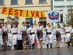Doslova v roztančené město se již řadu let mění Frýdek-Místek, který každoročně v červnu na několik dnů ožívá stovkami krojovaných tanečníků, hudbou a folklorem.