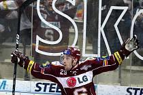 Hokejisté Sparty ve středu oplatili Vítkovicím den starou porážku a srovnali stav čtvrtfinálové série na 1:1.