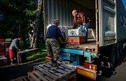 V Ostravě se ve čtvrtek uskutečnila nakládka kol a příslušenství do kontejneru, který by měl 23. října dorazit do Gambie.