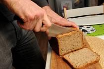 Upéct si doma kvalitní chléb z kvásku není jednoduché. Proto vznikla nová iniciativa. Lidé si mezi sebou kvásek vyměňují. Zapojili se i Ostravané.
