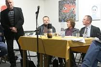 O stavbě nové vědecké knihovny diskutovali ve čtvrtek večer architekti i místní politici.