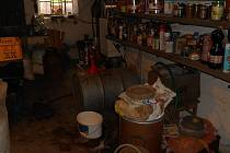 Téměř sedm set litrů smrtícího metanolu zajistili v těchto dnech moravskoslezští celníci a policisté.