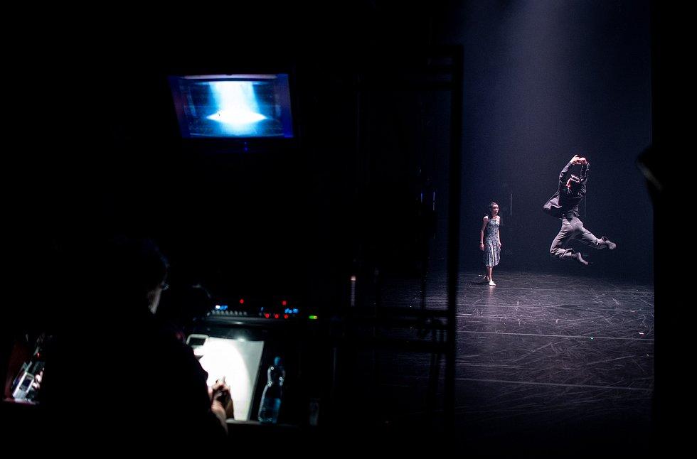 Jeden den s baletkou Shino Sakurado, 5. dubna 2019 v Ostravě. Shino při večerním představením Vzlety a pády.