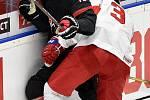 Mistrovství světa hokejistů do 20 let, finále: Rusko - Kanada, 5. ledna 2020 v Ostravě. Na snímku (zleva) Akil Thomas a Danila Galenyuk.