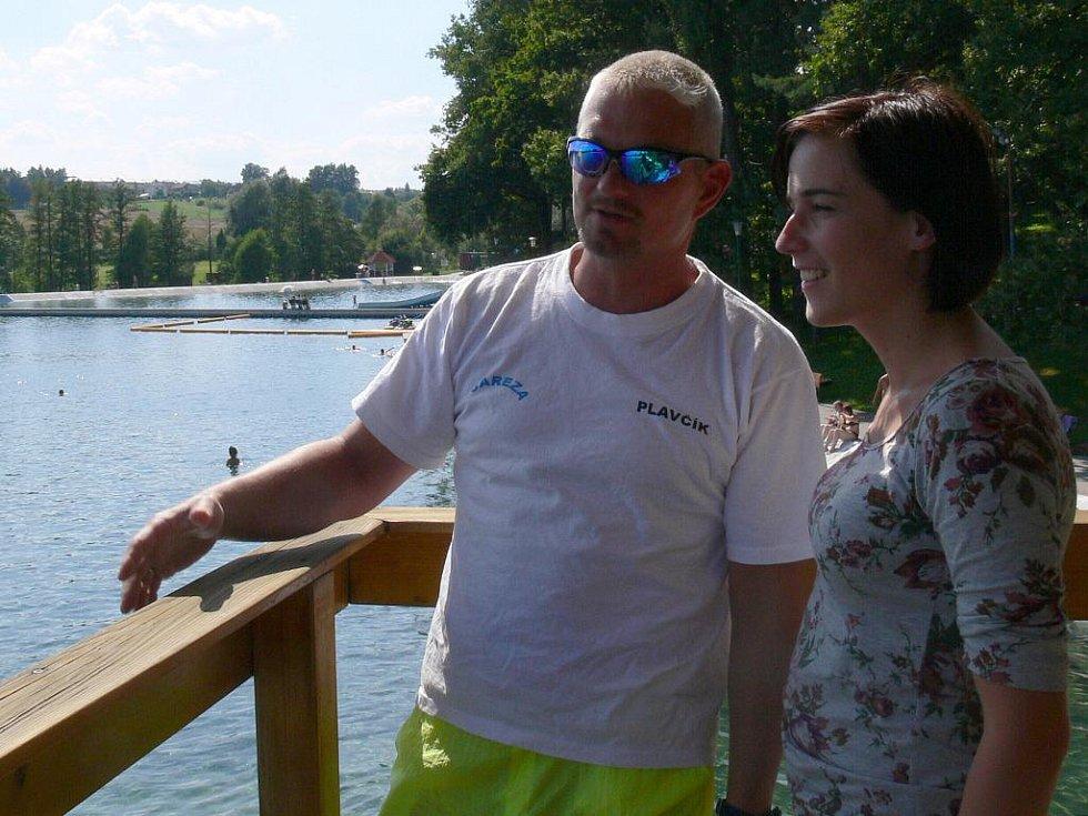 Redaktorka Deníku strávila jeden den s plavčíkem Petrem Klimšou na Letním koupališti v Porubě.
